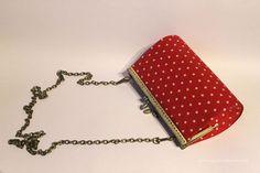 bolso de carton con cadena y mosqueton