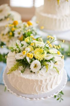 wedding cake adorned with flowers from Patty Cakes // photo by Austin Gros