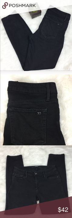 Joe's Jeans The Honey Curvy Skinny Black Jeans Joe's Jeans the honey curvy skinny black pants. Size 29 with a 27' inseam.  GUC with no major flaws but has some wear. These have some stretch to them and are kind of soft! Great simply black skinny jeans for everyone closet! ❌No trades ❌ Modeling ❌No PayPal or off Posh transactions ❤️ I 💕Bundles ❤️Reasonable Offers PLEASE ❤️ Joe's Jeans Jeans Skinny