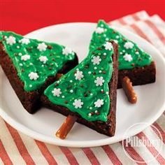Holiday Brownie Tree Bites from Pillsbury™ Baking are the easiest Christmas dessert recipe you can find! Simply bake brownies, cut into triangles, insert pretzels and frost and decorate your tree! These are a great Christmas treat to make with the kids Christmas Tree Brownies, Christmas Snacks, Christmas Goodies, Holiday Treats, Holiday Recipes, Christmas Recipes, Christmas Specials, Xmas Food, Holiday Foods
