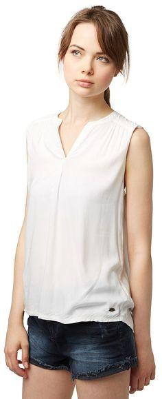 Basic Blusen-Top für Frauen (unifarben, ärmellos mit Rundhals-Ausschnitt und V-Öffnung) aus leichtem Webstoff, leichte Raffung an den Schultern vorne, abgerundeter Saum. Material: 100 % Viskose...