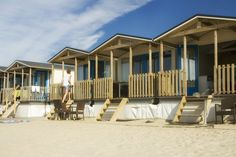 Lass den Alltag einfach mal hinter dir und entspanne dich in deinem Strandhäuschen an der niederländischen Küste. Natürlich ist nicht …