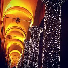 Le luci di via Farini, Bologna - Instagram by @saimoniu