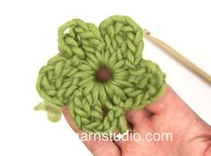 How to crochet the little flower in DROPS 154-32