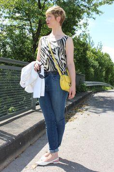 Stylingserie: Das Kleine 3 x 1 My Zebra-Top together with my new high waist jeans.