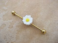 Daisy Industrial Barbell Piercing Bar Gold Tone Titanium 14 G Gauge White Flower Novembrino Novembrino Greig get this up in yo ear! Cute Piercings, Types Of Piercings, Body Piercings, Barbell Piercing, Piercing Ring, Piercing Tattoo, Industrial Earrings, Industrial Piercing, Ear Jewelry