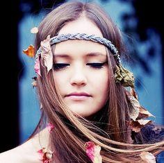 hippy – hippies – boho – bohemian fashion – photography via Boho Hippie, Boho Gypsy, Bohemian Style, Boho Chic, Hippie Chick, Bohemian Hair, Bohemian Makeup, Hippie Hair, Bohemian Clothing