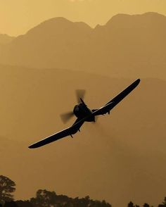 corsair........ Oh the sound of radial engines!! Love it!