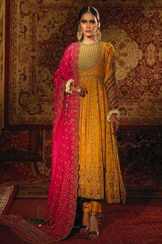 Bridal Mehndi Dresses, Pakistani Bridal Wear, Pakistani Dress Design, Pakistani Outfits, Indian Outfits, Dress Indian Style, Indian Dresses, Indian Wear, Sharara Designs