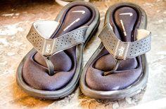 BACK TO SCHOOL SALE!! NIKE gel sole flip flops BLACK Size 7-7.5 $9.00