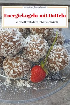 Energiekugeln Rezept mit Datteln - SIMPLYLOVELYCHAOS Energy balls with dates and nuts. The healthy snack for in between. Recipe for Thermomix ®️️. Date Recipes, Fast Dinner Recipes, Healthy Dessert Recipes, Healthy Foods To Eat, Healthy Snacks, Desserts, Vegan Energy Balls, Energy Bites, Lactation Recipes