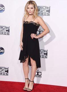 look anos noventa chloe moretz red carpet american music awards