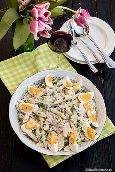 Reteta de salata de paste cu sunca, mazare si oua este simpla, usor de pregatit, gustoasa si plina de culoare.