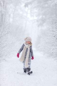 A winter walk I Love Winter, Winter Walk, Winter Kids, Winter White, Winter Colors, Winter Pictures, Christmas Pictures, Christmas Cards, Winter's Tale