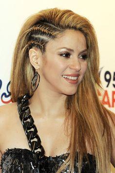 shakira hair gl 3aug10 rex b 592x888 Shakira Hairstyles