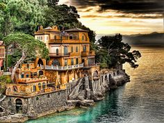 Portofino, Italia so gorgeous and pretty wants to visit once upon a dream.....