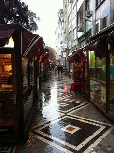 Kadikoy art market, Istanbul, Turkey by Graham Spicer, via Flickr