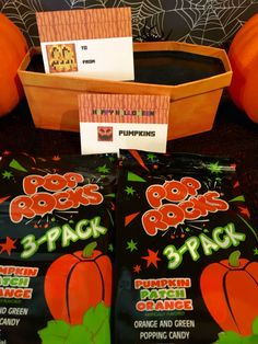 Minecraft Halloween Party Labels (foldable) ~ Pumpkins using pumpkin pop rocks   For school, trick or treaters, a Halloween basket or as creative gifts to a Minecraft fan  #minecraft #halloween  #minecrafthalloween