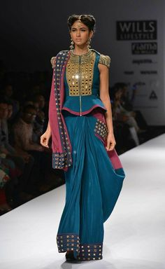 Most Trendy Latest Fashion Blouse Design List for Bride-to-be & Saree Lovers. Check 30 Best Blouse Designs with Blouse Back & Sleeve Design Trends in 2017 Best Blouse Designs, Saree Blouse Designs, Salwar Designs, Designer Blouse Patterns, Designer Dresses, Outfit Designer, Design Patterns, India Fashion, Asian Fashion