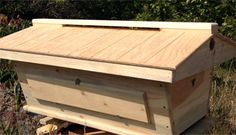 Ventilated Roof Top Bar Hive with viewing window - Beekeeping Top Bar Bee Hive, Bee Hive Plans, Beekeeping For Beginners, Design Light, Bee Supplies, Raising Bees, Bee Boxes, Backyard Beekeeping, Cool Roof