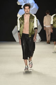 Ambitious Shoes   Colombiamoda 16  #fashion #clothes #shoes #style #menswear #outfit #Colombiamoda #street fashion #men's fashion #colombia #streetstyle #Footwear #ambitious #design #leathershoes #runaway #ambitiousmood #ambitions #ambitiousshoes #colourfullshoes (foto:inexmoda)