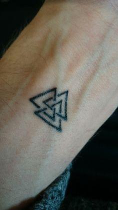 Valknut tattoo on pinterest viking symbols triangles for Valknut symbol tattoo