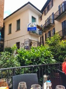 A courtyard lunch in downtown Stresa at Osteria Degli Amici