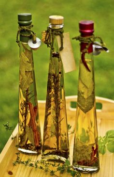 Make Your Own Decorative Tuscan Olive Oil Bottles Create a Tuscandecorative bottles filled with dried herbs and olive oil.Create a Tuscandecorative bottles filled with dried herbs and olive oil. Flavored Olive Oil, Flavored Oils, Infused Oils, Olive Oil Jar, Olive Oil Bottles, Olive Oils, Hummus Picante, Kitchen Decor Items, Kitchen Ideas