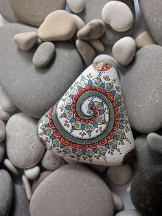 30 fantastic diy easy rock painting ideas for inspiration 00037 Rock Painting Patterns, Rock Painting Ideas Easy, Dot Art Painting, Rock Painting Designs, Pebble Painting, Pebble Art, Stone Painting, Mandala Painted Rocks, Painted Rocks Craft