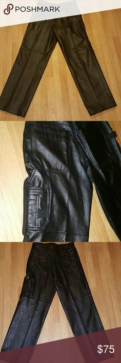HARLEY DAVIDSON loveLined leather motorcycle pants Wilsons M Julian Leather Pants Hemmed Lined 6 Pocket Black Unisex 33 1/2 x 33 Great condition pair of quality Wilsons Leather M Julian pants suitable for male or female.Black, 6 pocket, Jeans style leather pants from the M Julian collection.Button closure with metal zippered fly. Lined inside to just below calf. Outside cargo compartment on right leg. Brand new without tags. Harley-Davidson Other