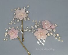Materialien: Rhinestone, handgemachte Polymer Clay Blumen Misst ca.: 17cm. Flower color:Available in Ivory and Off White colors. Please choose a color when you place order. Pictures show this design in Ivory. Other colors are also available, please contact the seller for details
