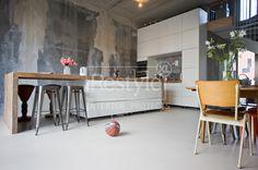 kitchen wall, looks unfinished. Small Galley Kitchens, Cool Kitchens, Kitchen Corner, New Kitchen, Kitchen Modern, Kitchen Ideas, Industrial House, Beautiful Kitchens, Interior Design Kitchen