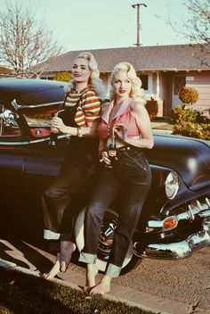 This photo just makes us long for warm Summer nights to come. Photo cred: Vintage Blog - The Pink Collar Life