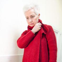 Abrigo rojo de punto.