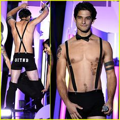 Teen Wolf's Tyler Posey Strips Down On Stage at MTV Fandom Awards (Photos)