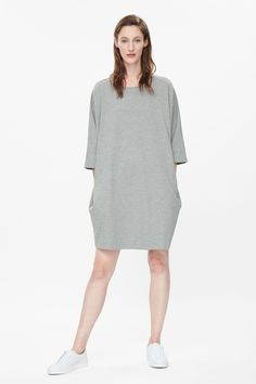 cos-grey-oversized-jersey-dress-gray-product-1-543742524-normal.jpeg 1 600×2 400 pikseliä