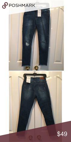 ❗️LAST PAIR❗️NWT Destructed Skinny Jeans NWT Destructed/Destroyed Skinny Jeans            Inseam is 27' Jeans