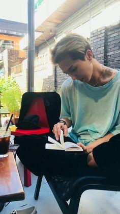 """study dates with song mino 🥰📚"" Minho Winner, Winner Ikon, Song Minho, Lil Boy, Boyfriend Goals, Kpop Guys, Fandom, Beautiful Person, The Girl Who"