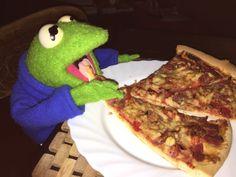 Kermit Gif, Kermit The Frog, Funny Profile Pictures, Reaction Pictures, Funny Pictures, Dank Wallpaper, Sapo Kermit, Stupid Memes, Funny Memes