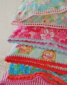 Love these vintage pillowcases with crochet edging