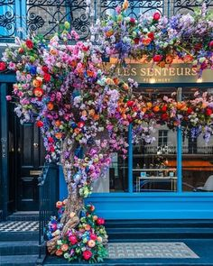 Things I Love . — London, Untied Kingdom Photo by. Beautiful Streets, Beautiful Gardens, Beautiful Places, Beautiful Flower Arrangements, Beautiful Flowers, City Flowers, Shop Facade, Flower Boutique, Shop Fronts