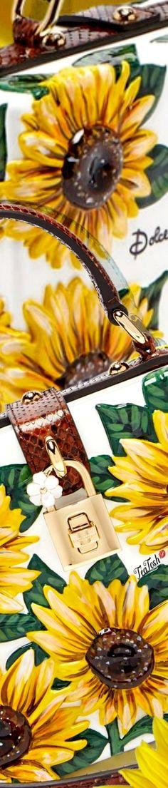 Sunflower Garden, Sunflower Fields, Pin Logo, Gold Fashion, Love And Light, Sunflowers, Favorite Color, Marigold, Vip