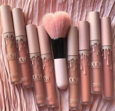 Neue Make-up-Produkte Kylie Jenner Lipsticks Ideas - Makeup Procucts Contour Kylie Jenner Lipstick, Kylie Makeup, Skin Makeup, Makeup Brushes, Kylie Jenner Makeup Products, Beauty Make-up, Pinterest Makeup, Kylie Cosmetic, Make Up Looks