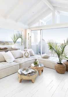 Australian Hamptons Style House With Ocean Views! How amazing is this stunning feature window with Hamptons style bifold doors leading onto deck with ocean front views! 🍃 😍 We are loving this stunning Australian. Beach House Decor, Home Decor, Beach Apartment Decor, Decor Room, Beach House Designs, Hipster Apartment, Wall Decor, Beach Design, Decor Crafts