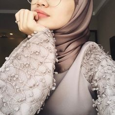 Shared by Malak bdr. Find images and videos about girl, Queen and hijab on We Heart It - the app to get lost in what you love. Modern Hijab Fashion, Abaya Fashion, Muslim Fashion, Modest Fashion, Women's Fashion, Hijab Style Dress, Hijab Outfit, Hijabi Girl, Girl Hijab