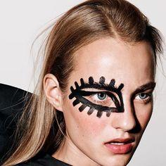 Lash goals... // #nobodyschild #makeup #beauty