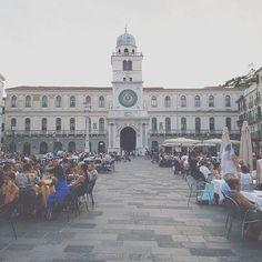 The weekend flown away and we enjoyed it at its best. Good evening from Piazza dei Signori🌙 #thisishomebnb #piazzadeisignori #Padua #Padova