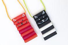 Cómo hacer collares divertidos con los peques. No te pierdas estas manualidades para niños, hacemos collares de pasta, con lana, con cartón, ¡muchas ideas!