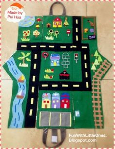 Operation Christmas Child -- Little Ones: Christmas Special: Felt Play House (Convertible Play Mat) Felt Diy, Felt Crafts, Sewing For Kids, Diy For Kids, Toys For Boys, Kids Toys, Projects For Kids, Sewing Projects, Sewing Ideas