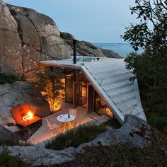 This small seaside holiday home by Norwegian studio Lund Hagem is next up in our roundup of popular Instagram posts.  Designed as a summer residence for one of the Oslo studio's founding partners, the 30-square-metre retreat sits on a rocky site in Sandefjord on Norway's south-east coast. Browse Dezeen's 10 most popular Instagram posts of 2016 so far on dezeen.com/tag/Instagram #architecture #Instagram #design #Houses #concrete #Norway Photograph by Ivar Kvaal